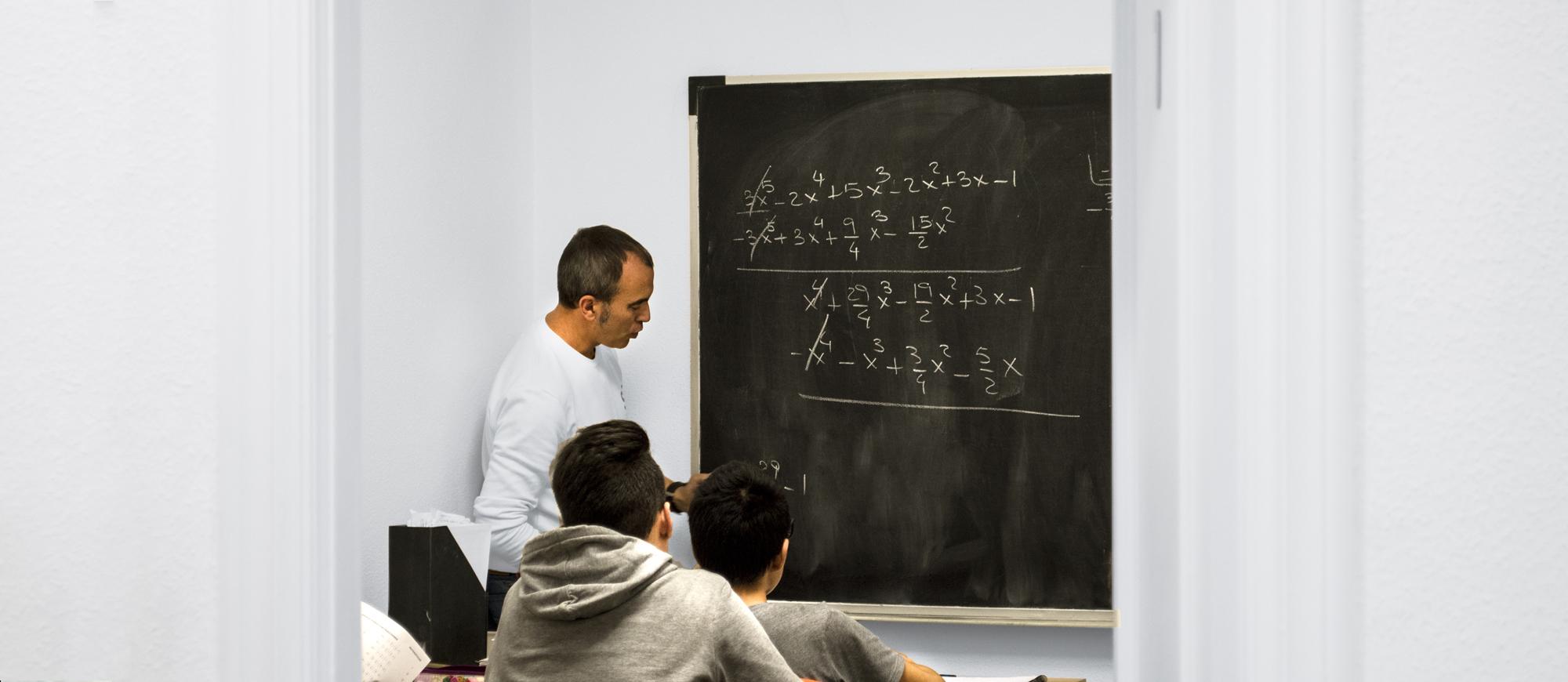 academia-dyna-aula-matematicas